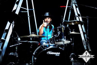 44 02 personajes-bateristas2